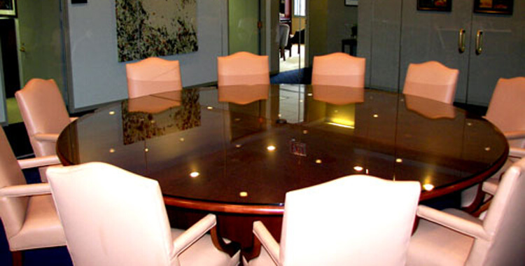 http://destinglass.com/wp-content/uploads/Conference-Table-Glass-Tops.jpg